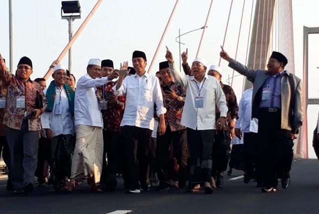 Jokowi Klaim Larang Kiai Acungkan Satu Jari di Tol Suramadu