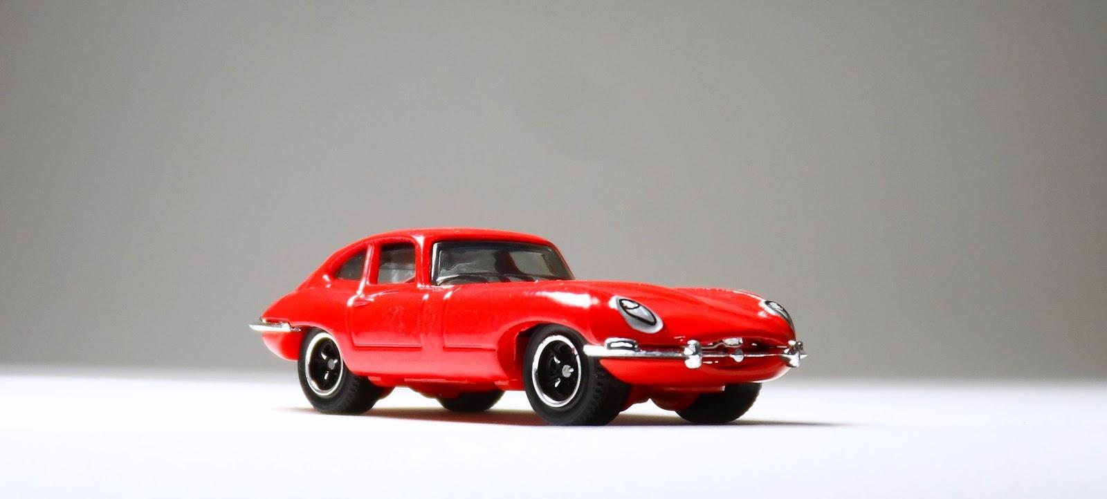 Beautiful ... é Bom Lembrar Que é Um Mainline. Na Matchbox Eu Apresento O Jaguar  E Type Da Linha Básica 2006 (lançamento) Com Pintura Vermelha E Rodas  Tri Star WW.