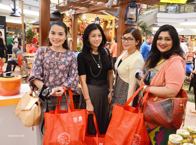 Pretty bloggers at the event