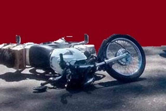Motociclista muere atropellado por un tractocamión