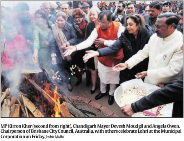 Ex-MP & Additional Solicitor General Satya Pal Jain, MP Kirron Kher, Mayor Devesh Moudgil and others celebrate Lohri at the Municipal Corporation