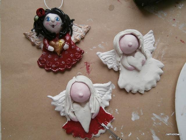 podmalowane figurki aniołków