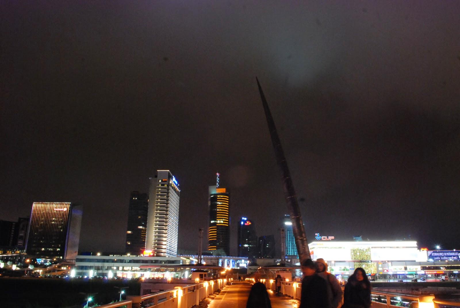Пешеходный мост проткнутый метательным копьём. Почему так - уже не помню:). Вильнюс, Литва.