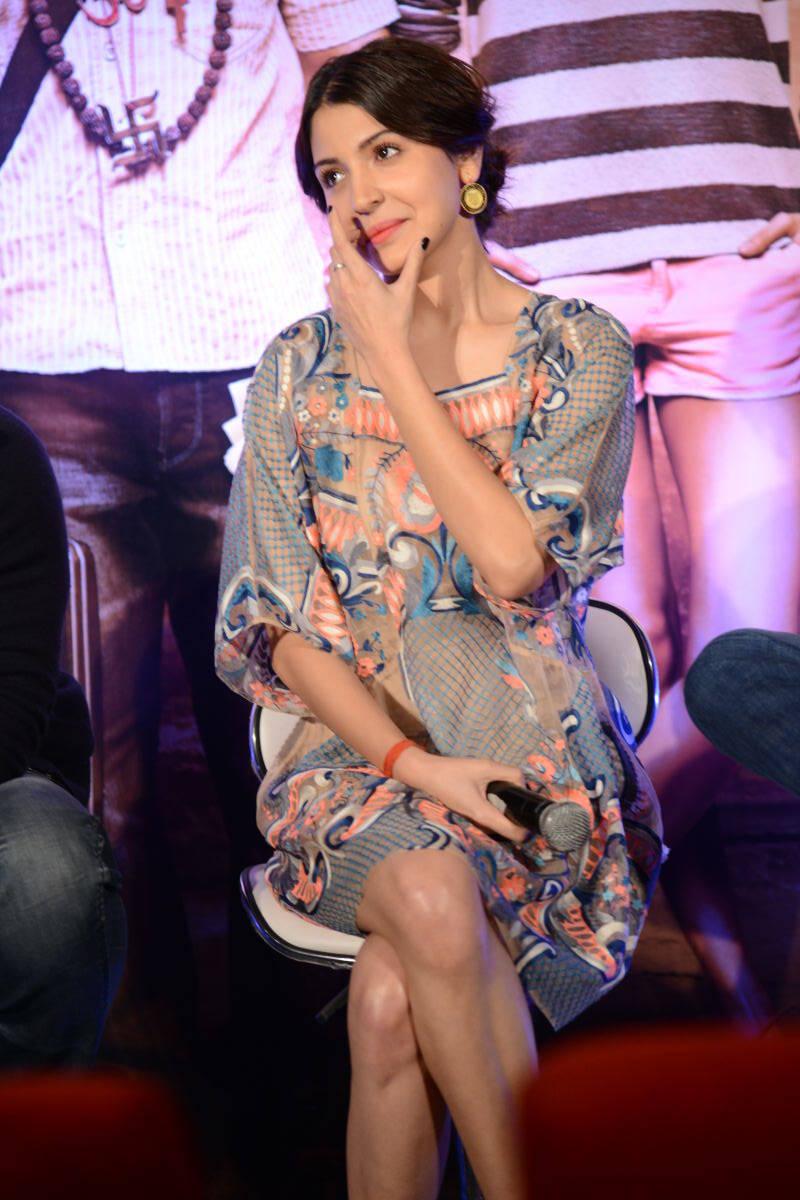 Anushka Sharma Stills Smiling Photos At Mumbai Film Festival