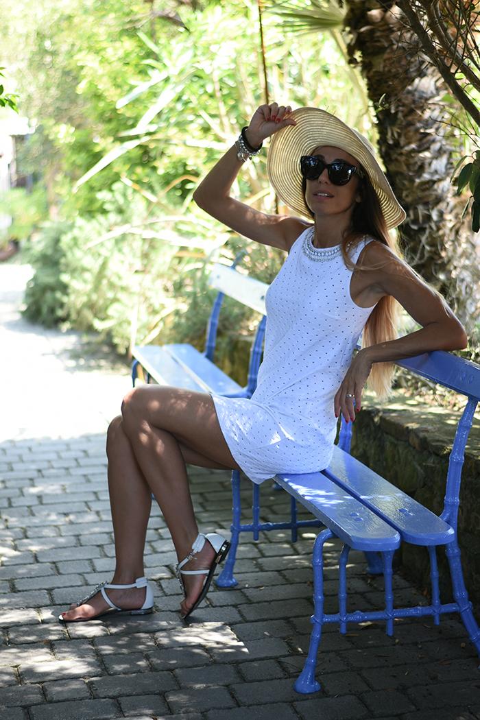 outfit spiaggia cappello paglia