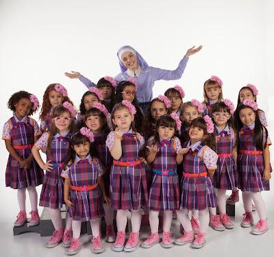 Irmã Cecília e todas as crianças do Colégio de Doce Horizonte. Crédito da Imagem: Lourival Ribeiro/SBT