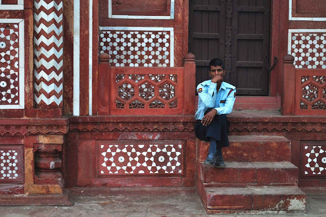waiting guard Tomb of I'timād-ud-Daulah Agra