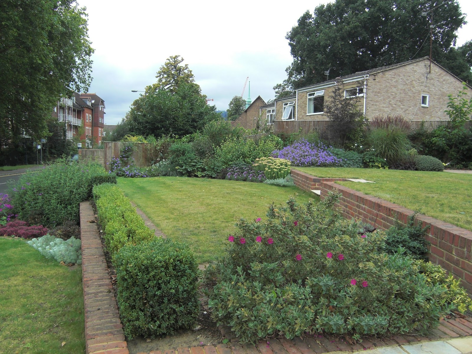 A Life Designing: How to Design a Sloping Garden on Garden Ideas For Sloping Gardens id=42314