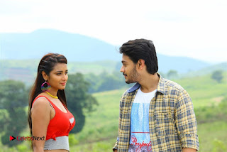 Iddari Madhya 18 Telugu Movie Pos  0003.jpg