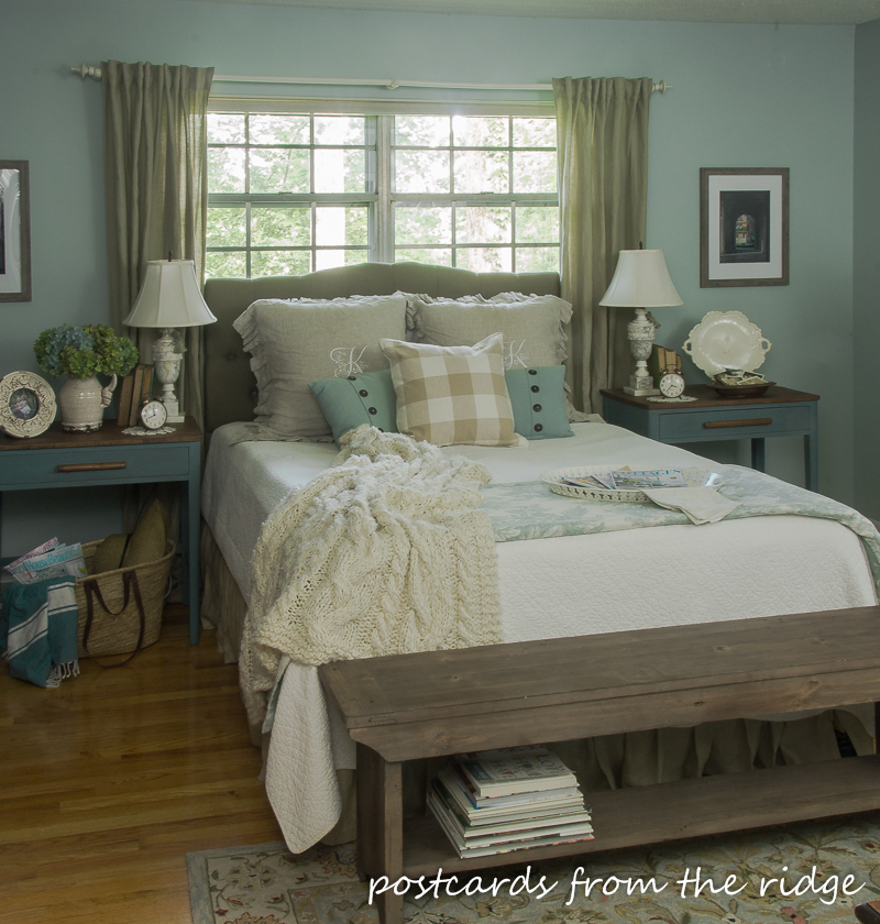 9 simple ways to add farmhouse charm to any bedroom for Farmhouse style bed