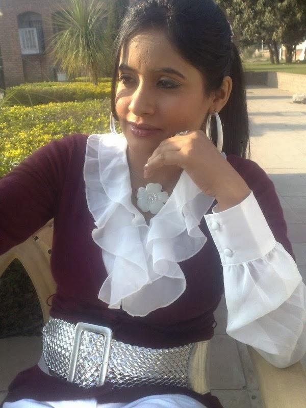 miss pooja hot sexy