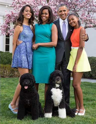 Barack Obama, Michelle, their daughters and their dogs in ...