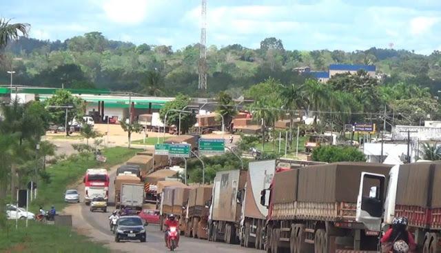 Manifestação teve início na última terça-feira (22). Apenas caminhões de carga estão sendo barrados nos bloqueios.