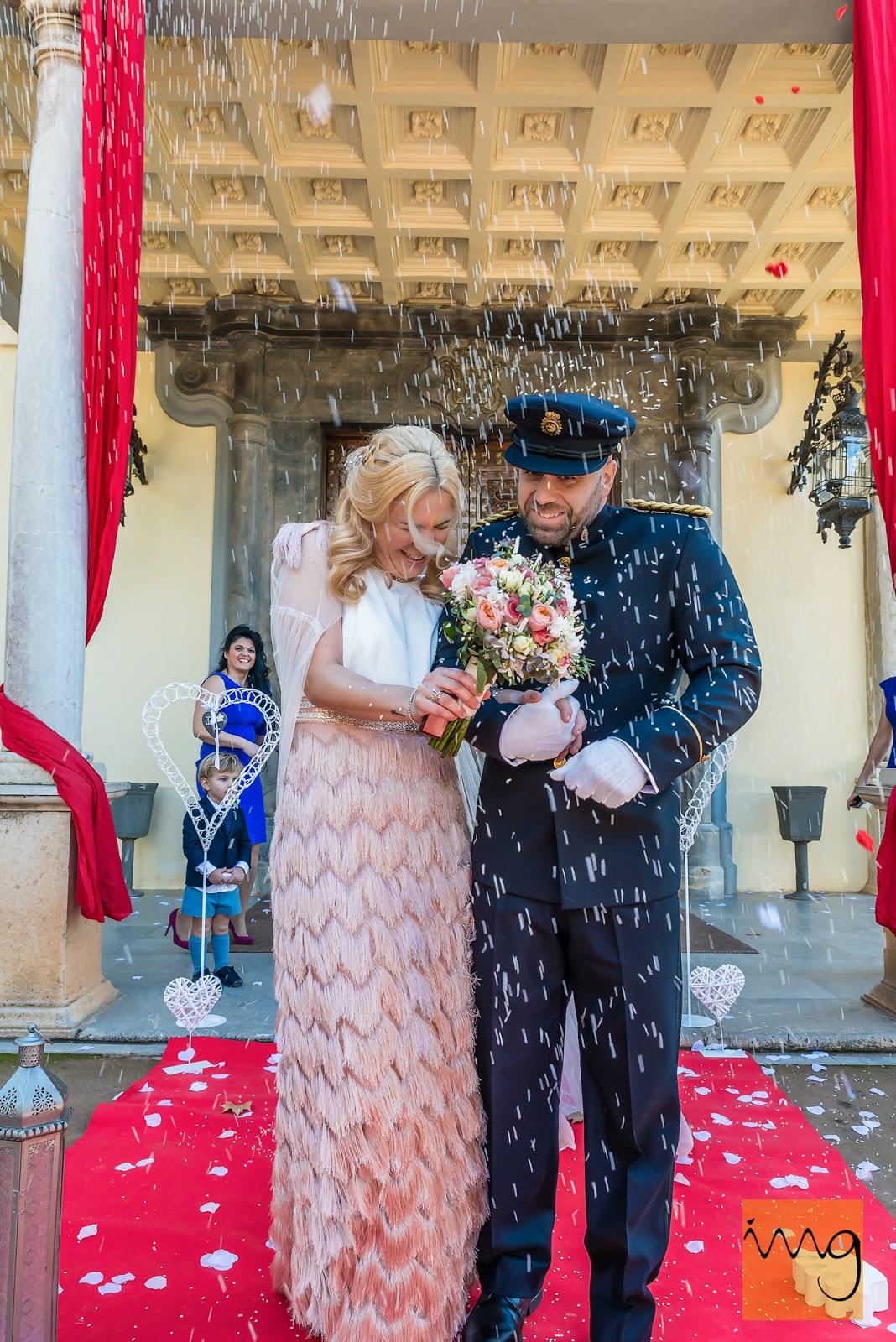 Fotografía de boda. Momento del arroz y el confeti.