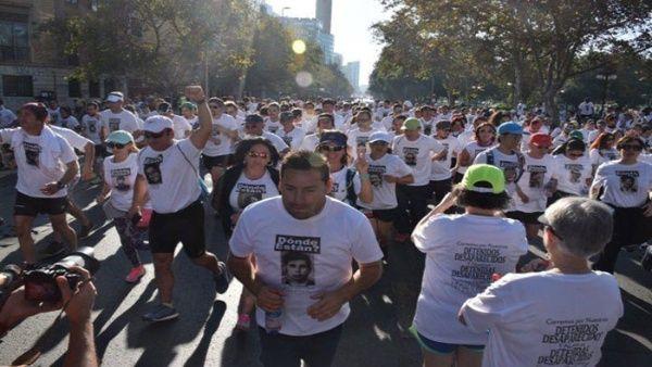 Maratón en Chile rinde homenaje a los desaparecidos