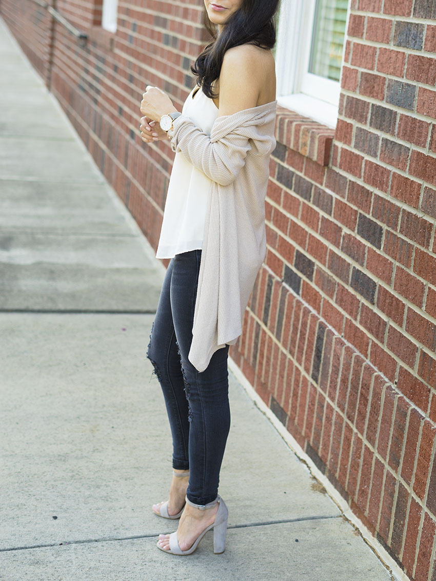 Black Ripped Jeans Outfit Ideas, Steve Madden Block Heel Sandals, Ribbed cream Cardigan OOTD, Fall Outfit Ideas