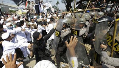 demo gereja santa clara bentrok rusuh