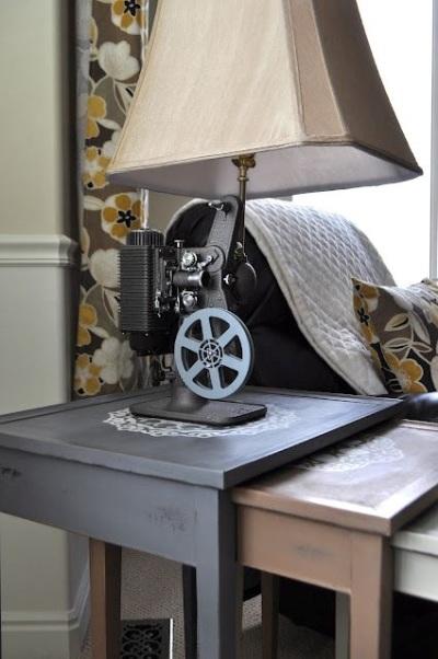 Lampu proyektor vintage ini dibuat oleh suami pemilik blog 'I'm a mama, hear me roar'. Katanya ide pembuatan lampu proyektor vintage ini terinspirasi oleh Antropology.