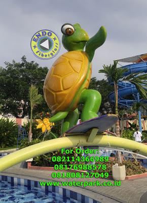 Patung Kura kura fiberglass di wahana waterpark
