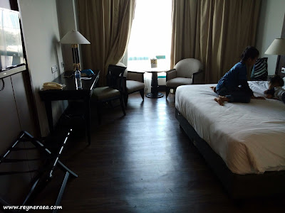Pengalaman Menginap di Hotel The Acacia Jakarta