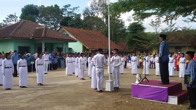 Pasukan Pengibar Bendera Merah Putih oleh MA Nurul Huda