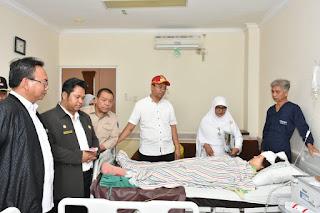 Mensos RI Kunjungi Korban Gempa di RSUP NTB