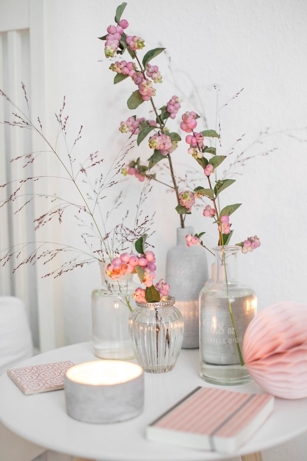 Sonntagsfrühstück im Bett Blumendeko