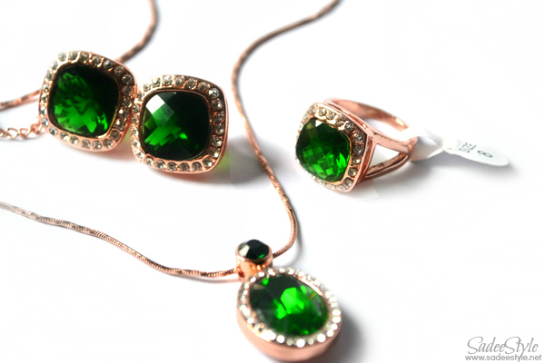 Emerald Icon set ear rings, emerald ring, emerald necklace
