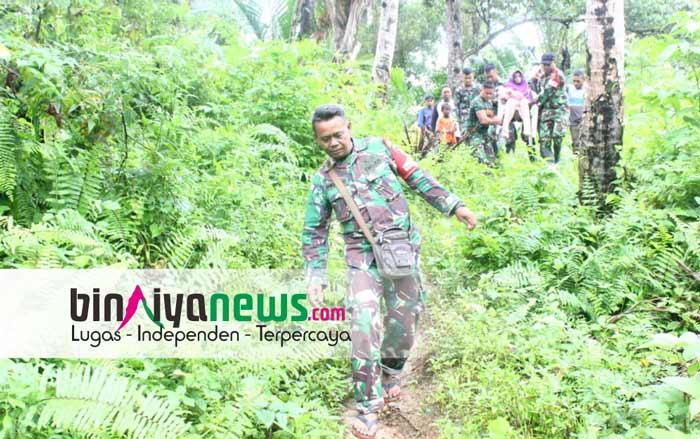Aksi Heroik Prajurit TNI Bantu Warga Yang Sedang Sakit