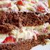 Bolo de Chocolate com Creme de Morango