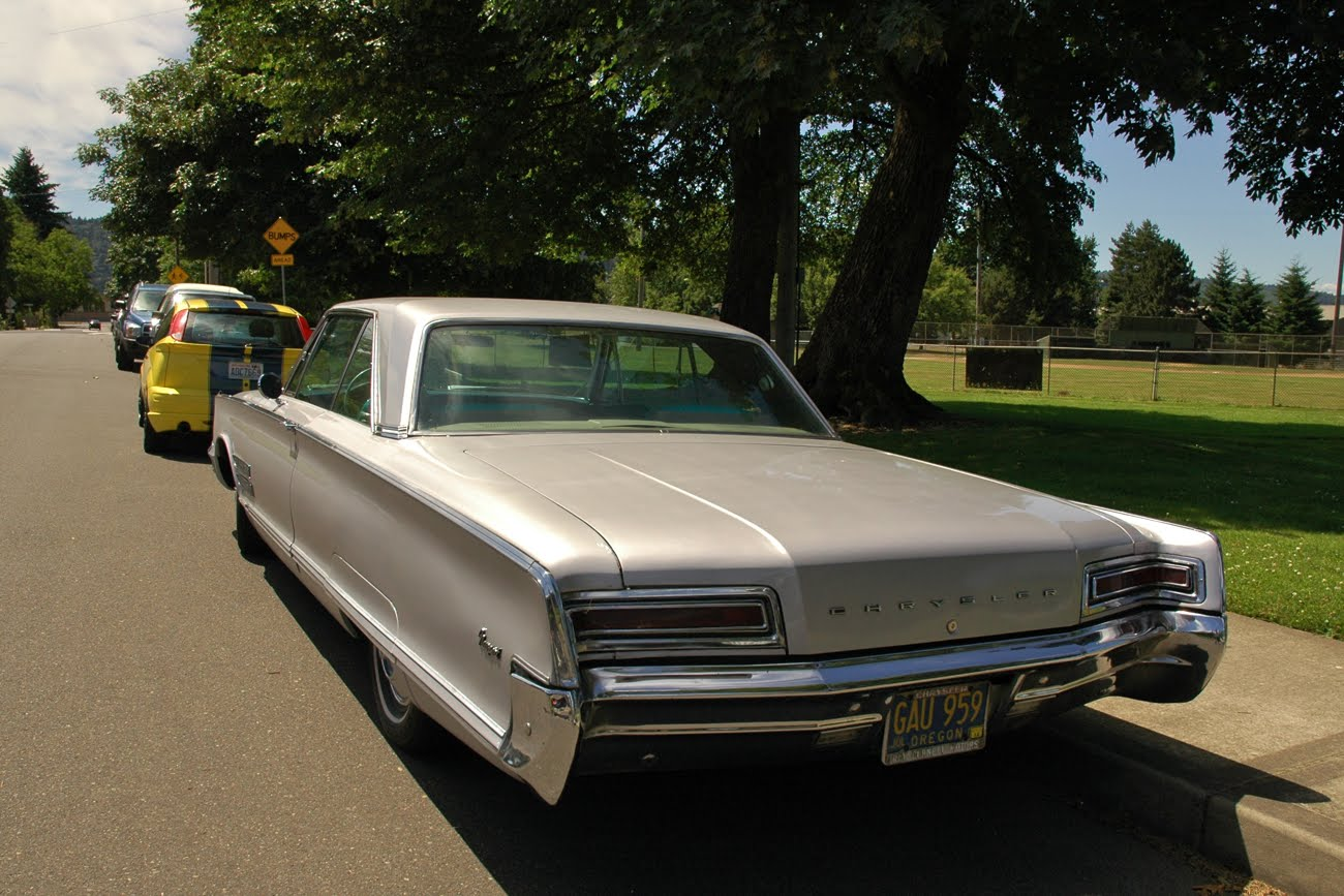 Parked Cars Revisited 1966 Chrysler Newport 4 Door: OLD PARKED CARS.: 1966 Chrysler 300 Newport