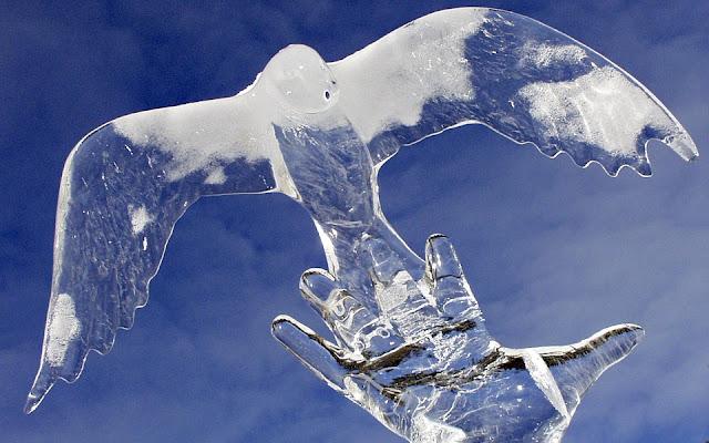 Bird ice scultpure