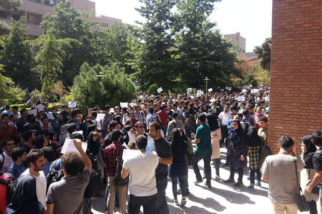 Univ. students in Tehran protest against dorm situation and educational costs