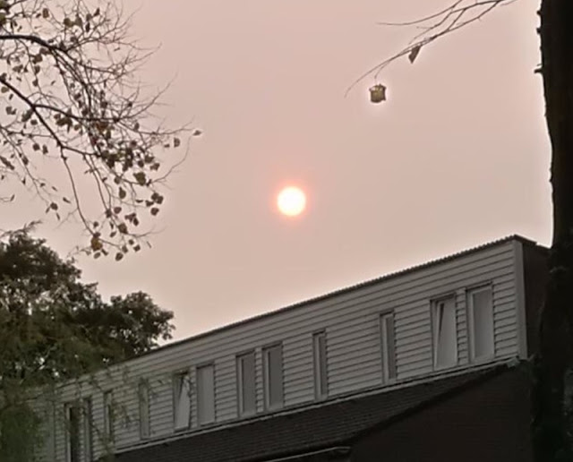 Signs and wonders! Red October: Afternoon turns dark and the Sun turns blood red over the UK  Naamloos