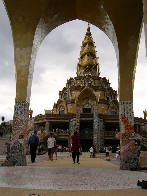 Visiting the Wat Phasorn Kaew in Khao Kho