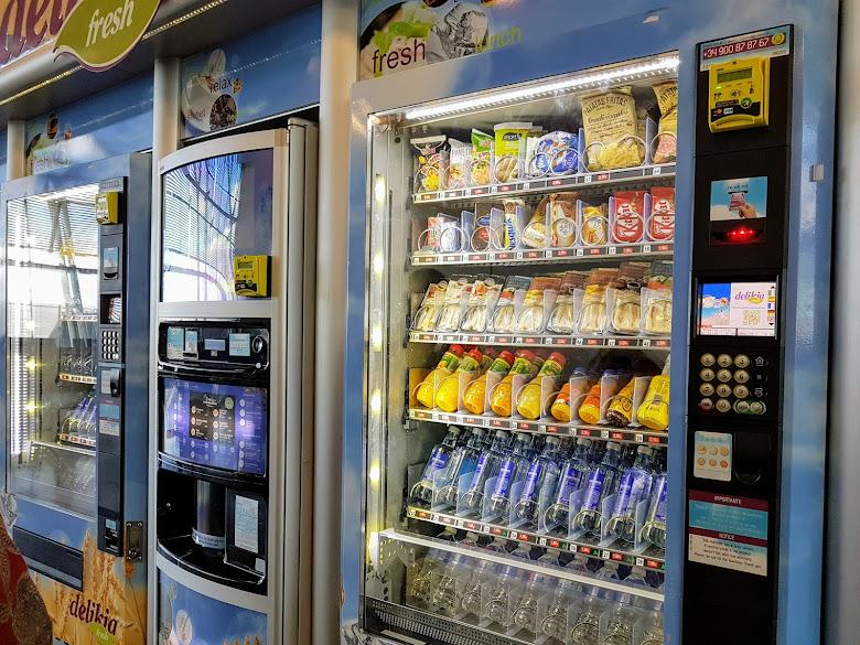 輕食與飲料的自動販賣機