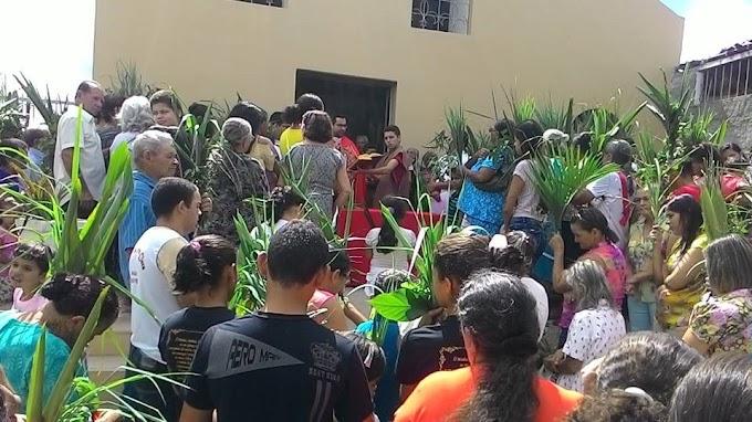 Imagens do Domingo de Ramos em Umbuzeiro