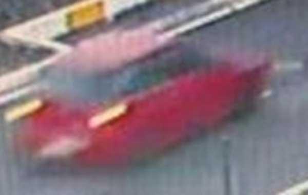 El coche rojo que mató a un niño de 10 años atropellado en Adeje y se dio  a la fuga. Dos hombres han sido detenidos
