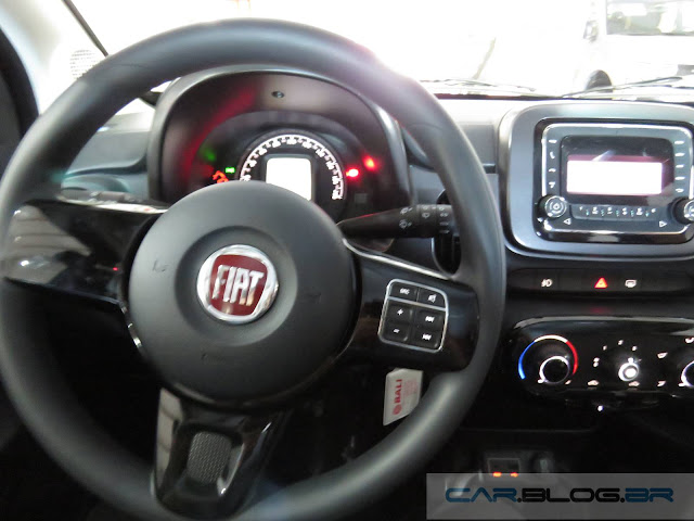 Novo Fiat Mobi - preço - interior - painel