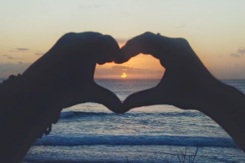 Naik Turun Tangga Demi Sunset Cantik di Suluban Beach