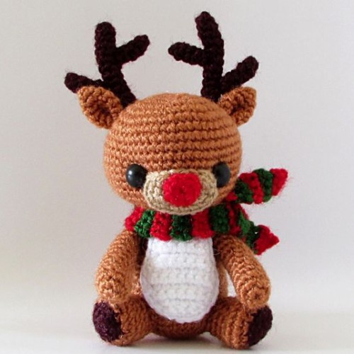 Cuddle Me Reindeer crochet pattern - Amigurumi Today | 500x500