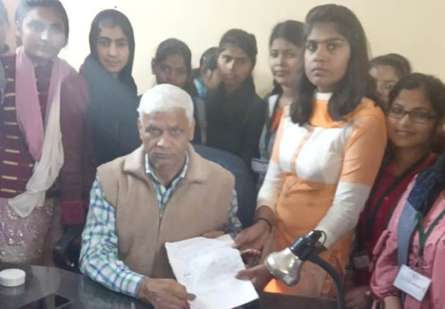 ABVP handed over memorandum to teachers for completion of teachers' college