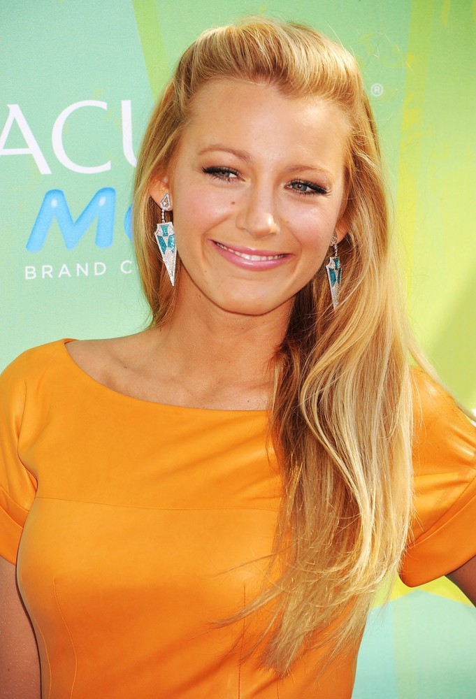 Blake Lively  Blake Lively Might Have Leaked Nude Photos ...