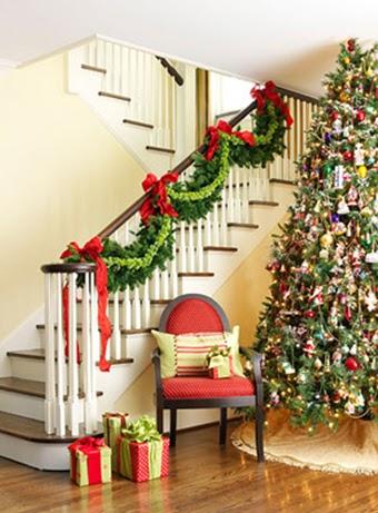 escaleras decoradas en navidad guirnaldas guirnaldas en navidad rbol de navidad rbol