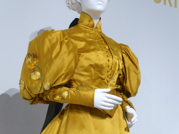 Crimson Peak Edith Cushing sleeves costume detail