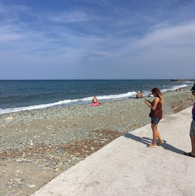 kokkino nero plaża | plaża żwirowa | morze | grecja