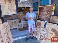 Di Blitar Seorang Pria Ubah Pelepah Pisang Jadi Lukisan Bernilai Jual Tinggi