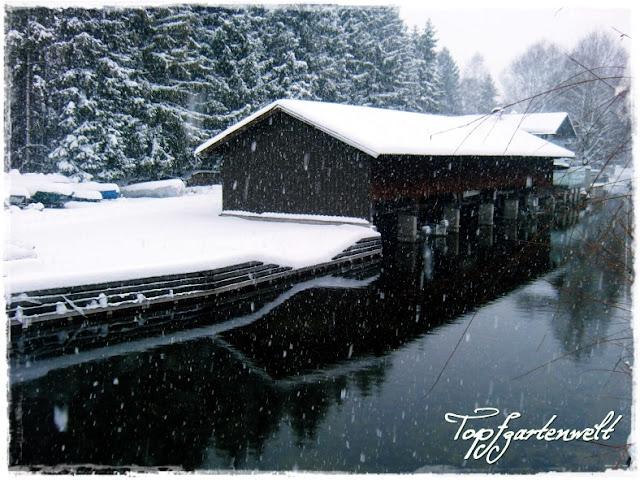Gartenblog Topfgartenwelt Winter: Schneefall Bootshaus Fischach