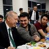 Tanpa Sungkan, Erdogan Mendadak Sahur Bersama Mahasiswa Karena Tweet Iseng Ini