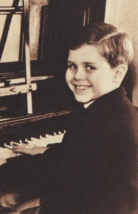 FAMOUS STARS OF THE WORLD: Elton John